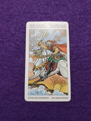 Lectura de TAROT-El Caballo de Espadas  El Tarot de Alexia.